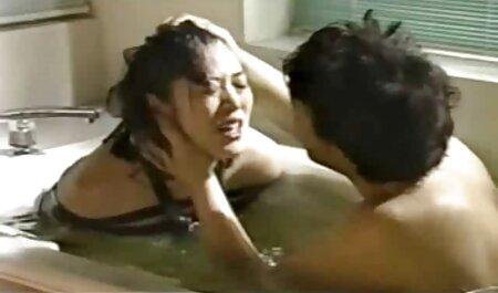 दो फूहड़ युवा सेक्सी पिक्चर मूवी चाहिए
