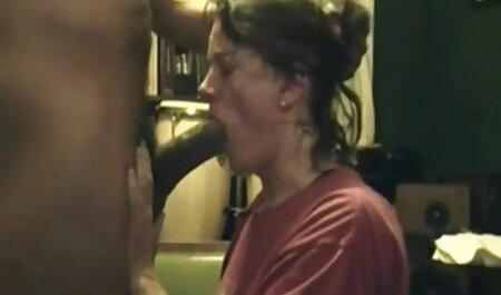 एक आदमी हिंदी सेक्सी पिक्चर मूवी एक टेनिस कोर्ट पर एक फूहड़ है