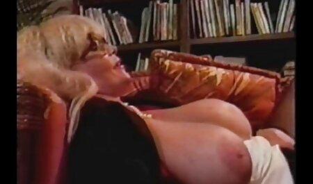 उसके मूवी पिक्चर सेक्सी वीडियो प्रेमी के सामने लड़की