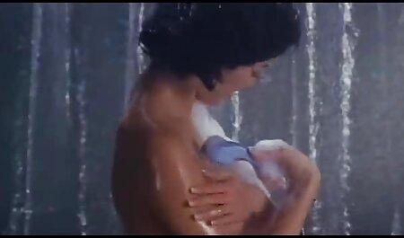 खूबसूरत लड़की के साथ घर घड़ी, बूढ़े फुल सेक्सी मूवी वीडियो में आदमी पर